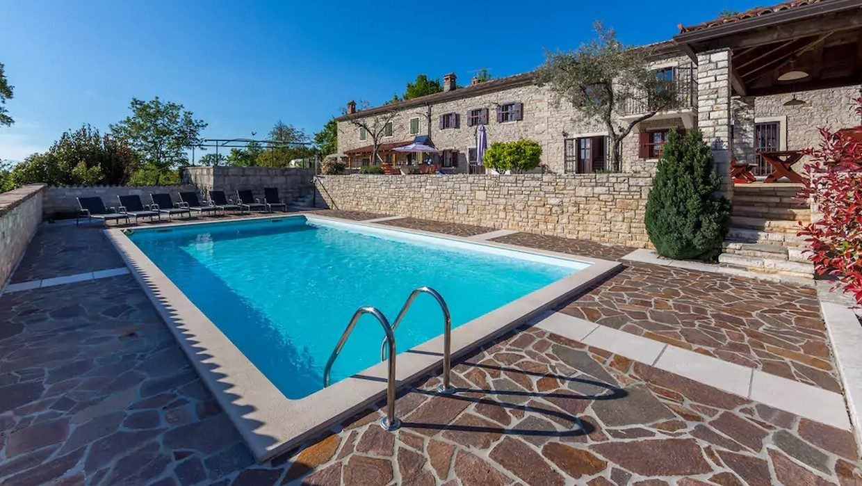 Villa with pool for sale near Buje