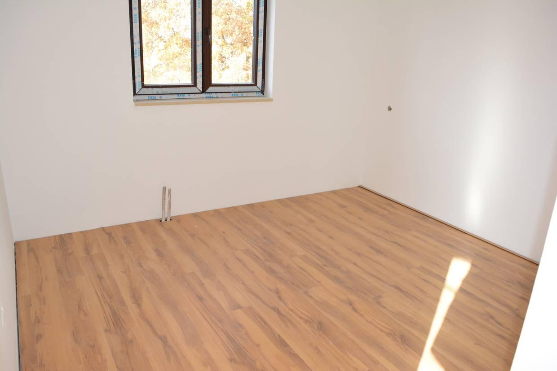 ein zimmer wohnung zum verkauf. Black Bedroom Furniture Sets. Home Design Ideas