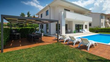 Modern villa only 600 metres from the sea and the beach