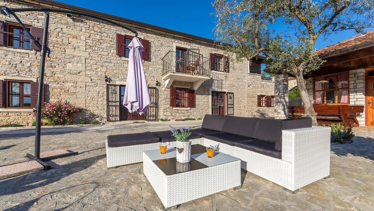 Stone villa with pool for sale near Buje
