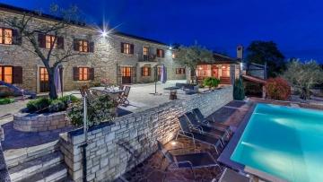 Villa with pool for sale near Buje