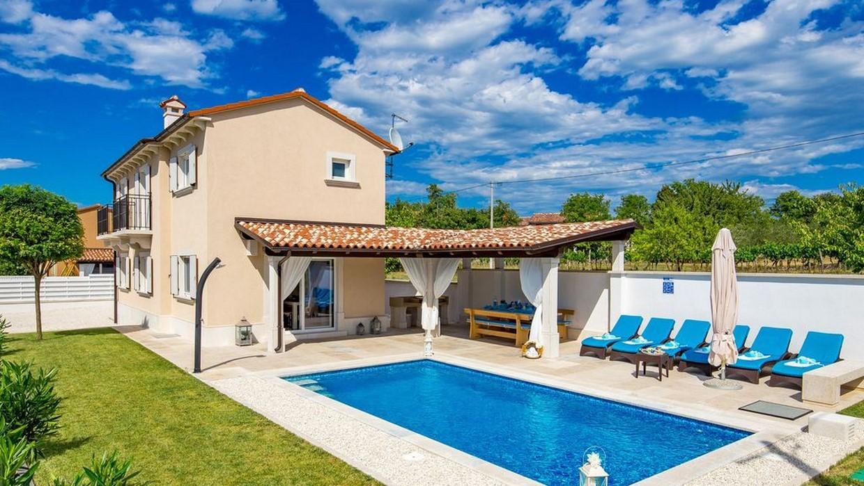 Haus mit Pool zu verkaufen Sveti Lovreč