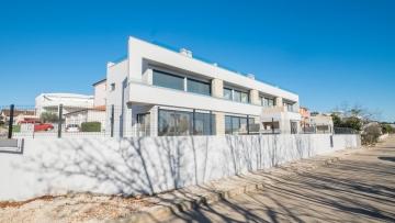 Kuća blizu mora na prodaju Novigrad