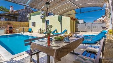Kuća s bazenom na prodaju u okolici Poreča