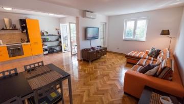 Prostrani dvosobni apartman na prodaju Poreč