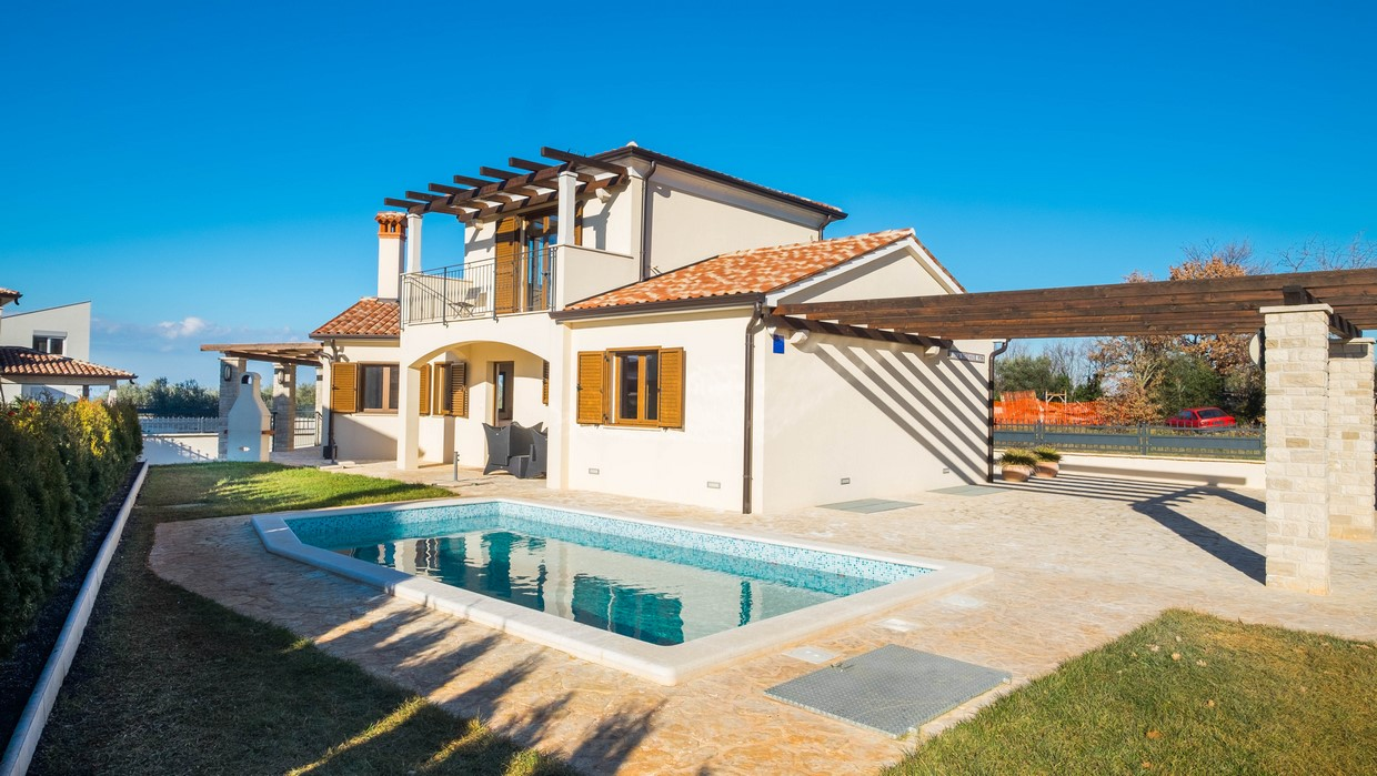 Villa close to the sea for sale Poreč