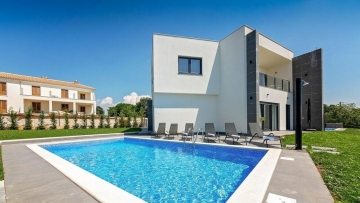 House with pool for sale Poreč