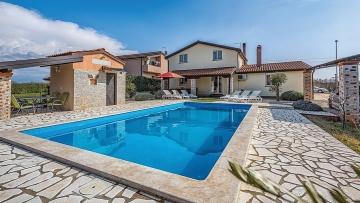 Kuća s bazenom na prodaju Poreč