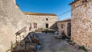Stone house for sale Pula