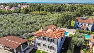 Prelijepa kuća s bazenom u okolici Poreča