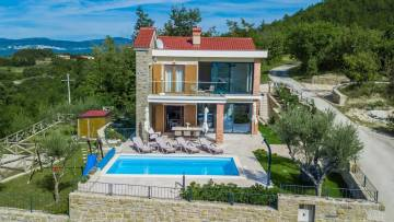 House with pool near Buzet