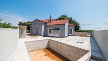 House with pool for sale Šišan Pula