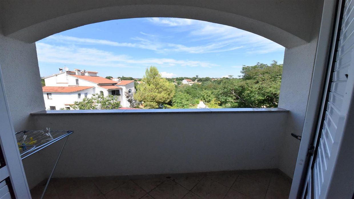 Two bedroom apartment with a garden close to Poreč
