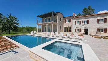 Renovated villa with pool near Porec