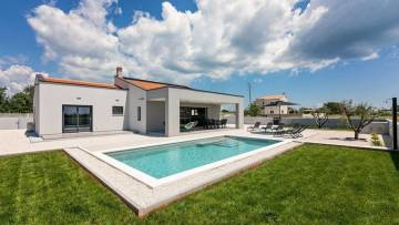 House with pool for sale Pula