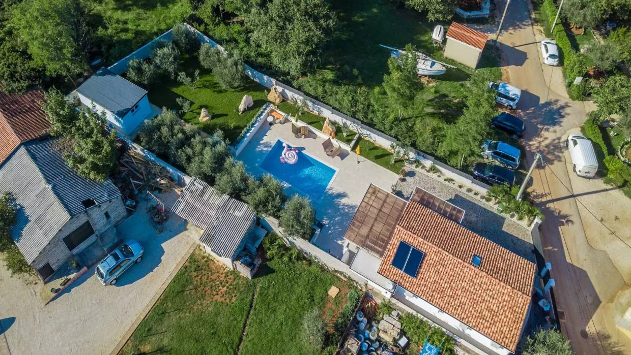 Detached single storey house with pool near Poreč