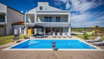 Newly built modern villa only a few km from Poreč
