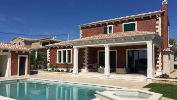 Newly built house with pool near Tinjan