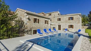 Renovated stone house with pool near Grožnjan