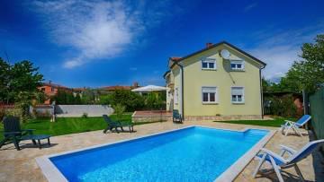 Kuća s bazenom na prodaju Tar Poreč