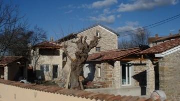 Stone house for sale Sveti Lovreč