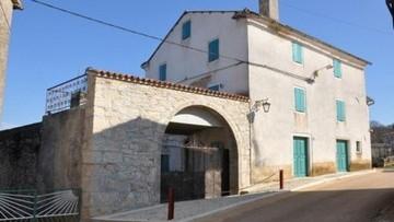 Stone house for renovation near Vižinada