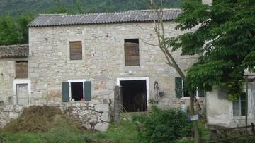 Stone house for renovation Labin