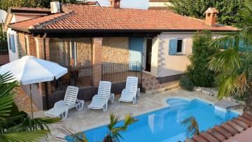 House wit pool for sale Porec